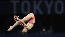 FOTO: Atlet Muda China Raih Emas dengan Nilai 10
