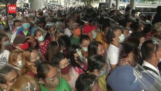 VIDEO: Ribuan Warga Filipina Berdesakan Berebut Vaksin Covid