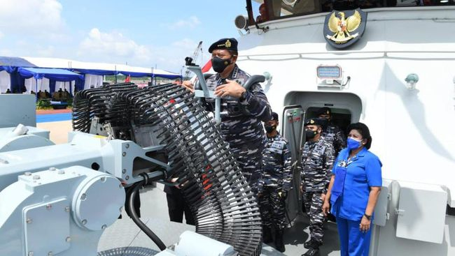 KRI Pollux adalah kapal berjenis Bantu Hidro Oseanografi (BHO) yang dipersenjatai meriam 30 mm dan 12,7 mm. KRI ini buatan industri dalam negeri.