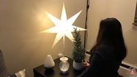 <p>Agar menambah nuansa <em>cozy,</em> Gisela Cindy memberikan lampu berbentuk bintang dengan warna hangat. (Foto: YouTube Gisela Cindy)</p>