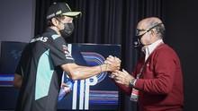 FOTO: Momen Valentino Rossi Umumkan Pensiun dari MotoGP