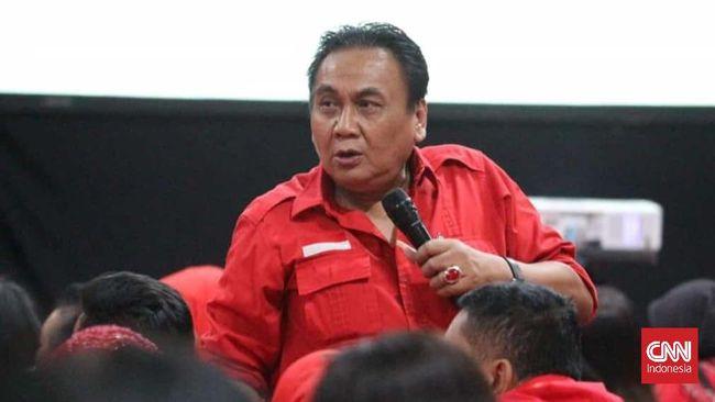 Elite PDIP Purworejo mengkritisi gaya kepemimpinan Bambang Wuryanto di Jawa Tengah yang cenderung memberi tekanan hingga membuat kader bermental pesuruh.