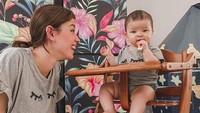 <p>Bersama baby Aisyah yang makin besar kian menggemaskan. Kita doakan semoga Kimberly dan keluarga sehat selalu ya. (Foto: Instagram @kimberlyryder)</p>