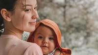 <p>Dua nama anak Kimberly Ryder ini unik lho, Bunda. Anak pertama adalah Rayden Starlight Akbar yang lahir di Inggris, pada 19 November 2019. (Foto: Instagram @kimberlyryder)</p>