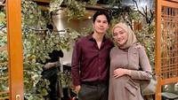 <p>Pada 14 Februari 2021, Mega Iskanti mengumumkan dirinya tengah mengandung calon buah hati pertama. Saat itu usia kandungannya sudah memasuki minggu ke-16. (Foto: Instagram @megaiskanti)</p>