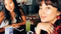 <p>Dalam beberapa postingan di Instagram, Tata dan Gayanti terlihat sering menghabiskan waktu bersama-sama, Bunda. (Foto: Instagram @tatacahyani)</p>