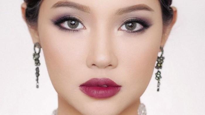 Mencoba Keluar Dari Zona Nyaman dengan Rekomendasi Lipstik Warna Maroon
