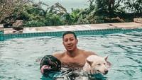 <p>Darma Mangkuluhur juga merupakan sosok pemuda penyayang binatang. Ia kerap membagikan foto bersama hewan-hewan peliharaannya ke Instagram. (Foto: Instagram @darmamh)</p>
