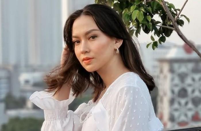 Karina Nadila merupakan aktris yang telah berperan dalam berbagai judul film dan sinetron. Wanita berdarah Flores dan Minangkabau ini juga sukses meraih gelar Puteri Pariwisata dalam ajang Puteri Indonesia tahun 2017. (Foto: instagram.com/karinadila8921)