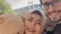 <p>Kehidupan Cinta Penelope saat ini tampak lebih bahagia bersama sang suami, lho. Senyum selalu menghiasi wajah Cinta dalam berbagai fotonya. (Foto: Instagram @princess_cinta_penelope)</p>