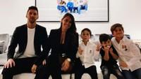 <p>Dari pernikahan mereka, Lionel Messi dan Antonella Rocuzzo telah dikaruniai tiga orang anak. Mereka adalah Thiago, Mateo, dan Ciro yang sanat tampan. (Foto: Instagram @leomessi)</p>