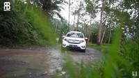 <p>Belum lama ini, Lesti Kerjora dan Rizky Billar membagikan perjalanan keduanya saat pulang kampung ke kampung asal Lesti ke Cianjur, Bunda. (Foto: YouTube: Rizky Billar)</p>