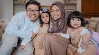 <p>Achmad Zaky dan Diajeng Lestari hidup bahagia bersama anak mereka, Bunda. Mereka hidup sukses berkat perjuangan masing-masing dalam berbisnis. (Foto: Instagram @diajenglestari)</p>