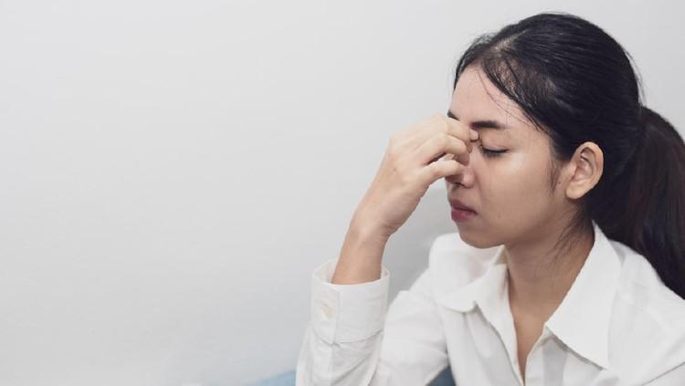 Ilustrasi perempuan sedih