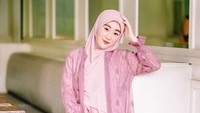 <p>Hijaber cantik ini juga masih kebanjiran tawaran endorsement lho. Larissa Chou semakin terkenal di kalangan hijab influencer. Akun Instagramnya sudah mengantongi 1 juta pengikut nih. (Foto: Instagram @larissachou)</p>