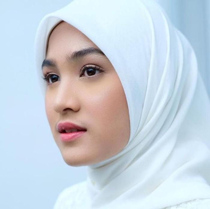 Perempuan cantikpemilik nama Cut Syifa Hanasalsabila ini merupakan salah satu artis Indonesia berdarah Aceh. Bungsu dari tiga bersaudara ini mengawali karirnya sejak ia berumur 8 tahun. (Foto: Instagram.com/cutsyifaa)
