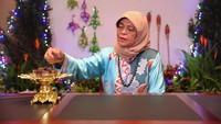 <p>Tak hanya menjadi presiden wanita pertama Singapura, Halimah juga menjadi seorang Muslim pertama yang terpilih karena dianggap lebih layak dibandingkan kandidat lainnya. Keren banget ya, Bunda! (Foto: Instagram: @halimahyacob)</p>