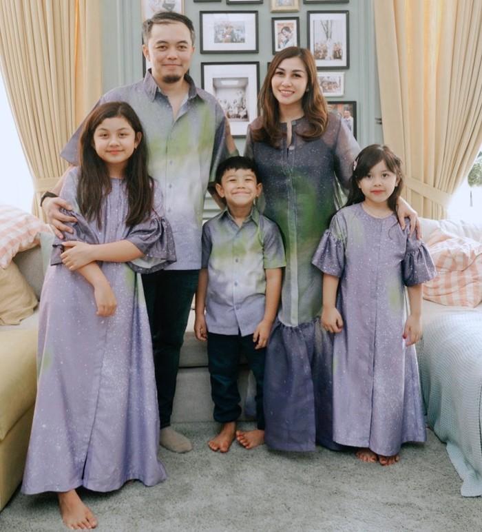 Nisya Ahmad adalah adik Raffi Ahmad yang lahir pada 17 Oktober 1990. Ia menikah dengan Andika Rosadi pada 31 Januari 2009 dan kini sudah dikaruniai 3 orang anak. (Foto keluarga artis Raffi Ahmad/instagram.com/nissyaa)