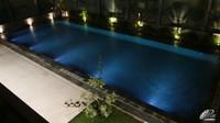 <p>Saat malam, kolam renang Olivia Zalianty terlihat lebih mewah seperti ini. Bagaimana menurut Bunda?(Foto: YouTube: Oz Production)</p>