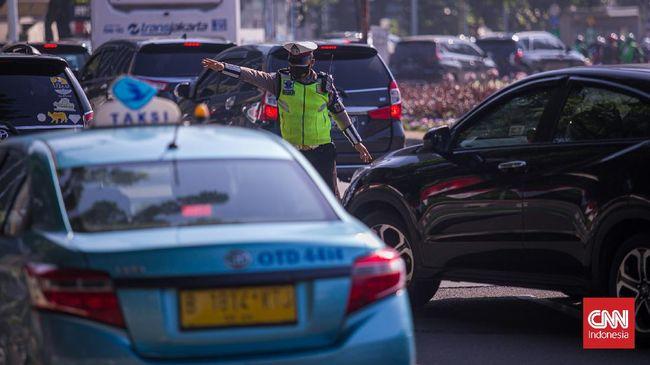 Petugas hanya akan memutar balik kendaraan yang melanggar ketentuan ganjil-genap. Kebijakan ini tidak berlaku bagi pengendara sepeda motor.