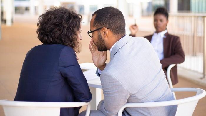 Jangan Termakan Emosi Dulu! Ini Cara Elegan Hadapi Rekan Kerja yang Menyebalkan