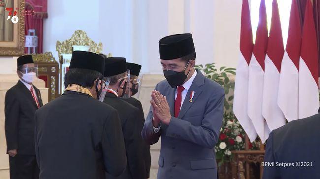 Pemberian penghargaan ini berdasarkan Keputusan Presiden Republik Indonesia Nomor 76, 77, dan 78 TK/TH 2021 tertanggal 4 Agustus 2021.