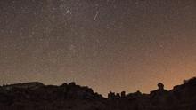 Cara Mengamati Meteor Sextandid yang Tampak Besok Subuh