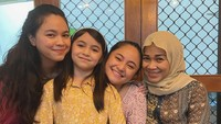 <p>Di momen tersebut, ia merayakannya bersama anggota keluarga, yakni ibu dan sang adik. Tak ketinggalan pula putri tercinta Marshanda, Sienna Ameerah Kasyafani. (Foto: Instagram @marshanda99)</p>
