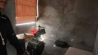 <p>Sementara itu, Ditto memiliki studio sebagai tempat bermain musik. Studionya terhubung langsung dengan tempat mengedit video untuk konten YouTube. (Foto: YouTube Febby Rastanty)</p>