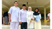 <p>Artis cantik Bella Saphira resmi menikah dengan Mayor Jenderal H Agus Surya Bakti pada 2013, Bunda. Saat menikah, Bella pun memiliki dua anak sambung, lho. (Foto: Instagram: @bellasaphiraofficial)</p>