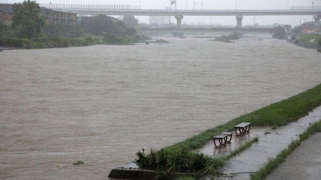 Sedikitnya 19 daerah di Indonesia diminta mewaspadai potensi banjir hingga banjir bandang akibat hujan lebat pada 20-22 September.