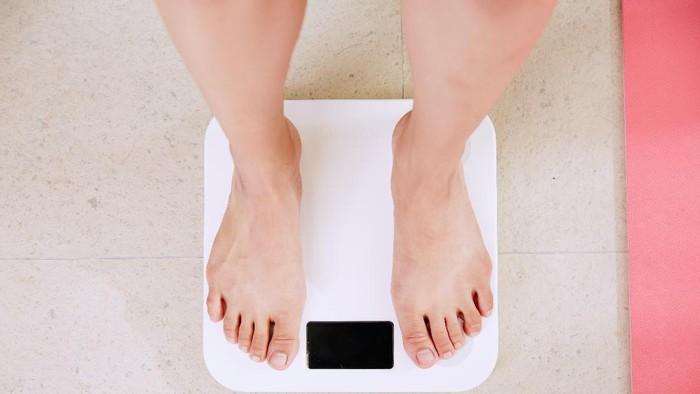 Udah Diet Tapi Badan Masih Terasa Berat? Coba Detoks Tubuhmu!