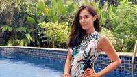 <p>Rumah mewah tak akan lengkap tanpa kolam renang, Bunda. Kolam renang rumah Diah dibuat dengan suasanya yang menyerupai Bali, Bunda. (Foto: Instagram: @dps_diahpermatasari)</p>
