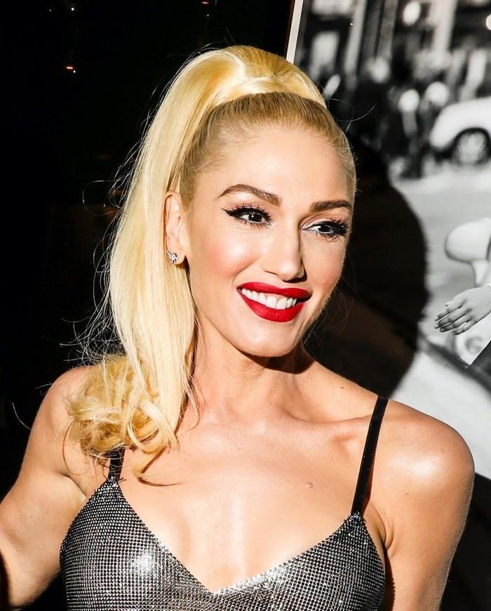 Gwen Stefanimerupakan salah satu artis yang namanya melambung di era 90-an.Perempuan kelahiran 3 Oktober 1969 ini mengawali karier bersama No Doubt pada 1992. Di 2004, ia juga mengejar kariernya sebagai solo. (Foto: Facebook/Combster)