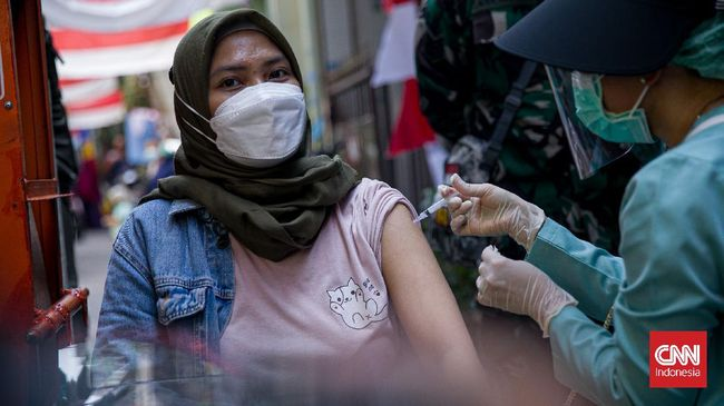Pemerintah menyebut, disiplin memakai masker dan mengikuti program vaksinasi Covid-19 menjadi bagian dari upaya hidup sehat dan proteksi diri di tengah pandemi.