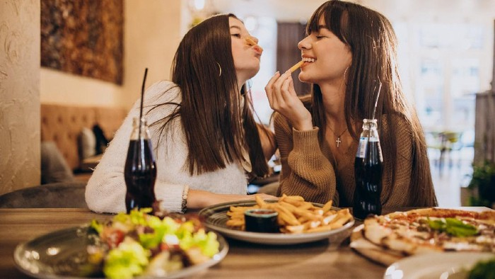 Jadi Konsumsi Setiap Hari, Ternyata Deretan Makanan yang Ini Bisa Mempercepat Proses Penuaan Dini! Nggak Nyangka Banget
