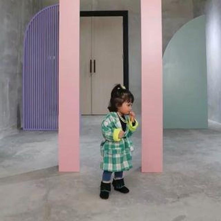 Rachel Vennya membagikan sebuah video catwalk bareng kedua anaknya dengan style yang kece. Yuk intip!