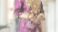 <p>Dari beberapa potret yang dipamerkan, wanita asal Cianjur itu terlihat menawan dengan balutan pakaian khas Minang ya, Bunda? (Foto: Instagram @aldiphoto)</p>