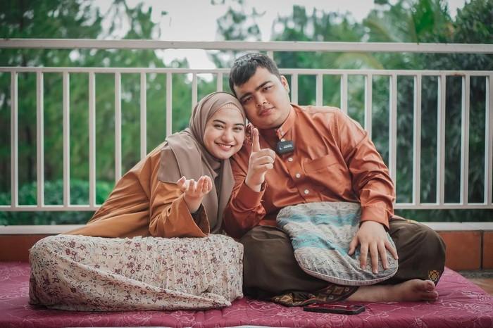Adik kandung Alvin Faiz ialah Muhammad Ameer Azzikra. Ameer merupakan anak kedua Ustaz Arifin Ilham. Ameer menikah dengan Nadzira Shafa, pada usia 20 tahun. (Foto keluarga artis/instagram.com/ameer_azzikra)