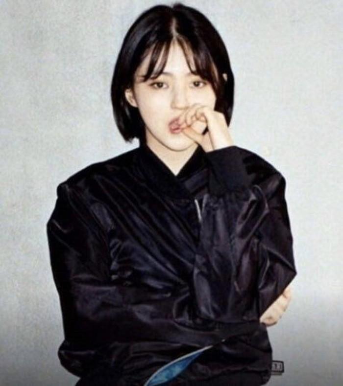 Banyak yang memuji potret lamanya juga, lho. Menurut para penggemarnya di Korea, potret tersebut mirip aktris Song Hye Kyo, Beauties. Gimana menurut kamu?/Foto: pinterest.com