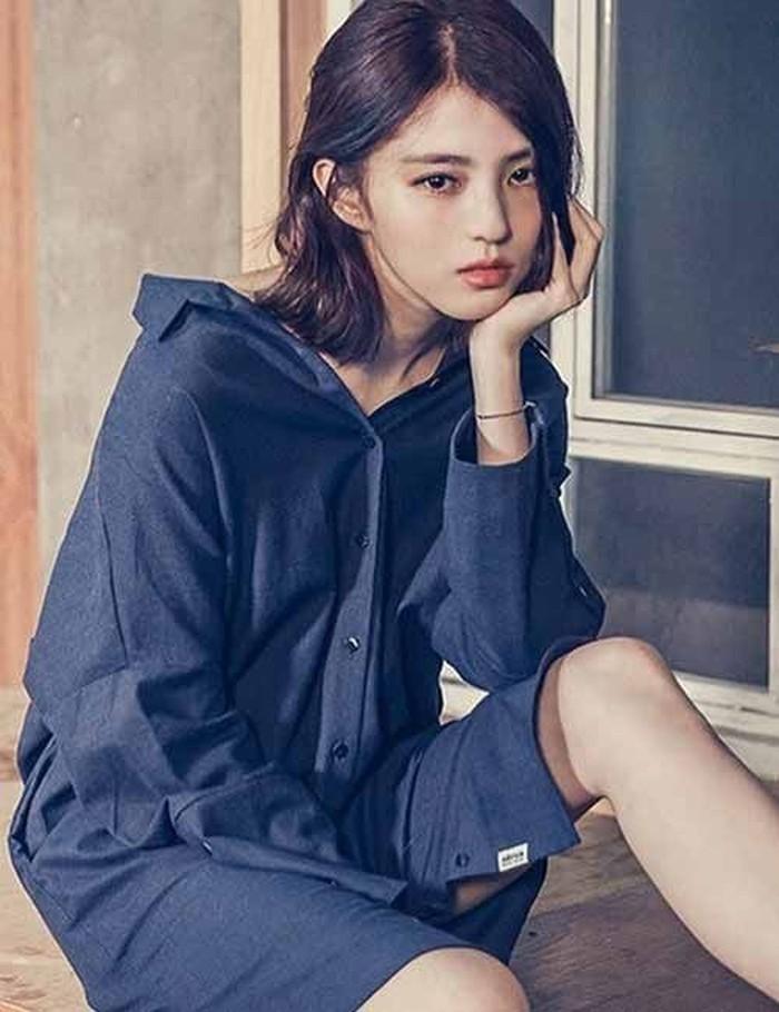 Beberapa foto masa lalu Han So Hee memang sudah beredar saat ia membintangi drama The World of The Married tahun 2020 lalu. Namun kali ini, lebih banyak lagi potret jadul Han So Hee dengan tampilan berbeda./Foto: pinterest.com