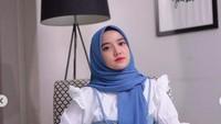 <p>Wirda Mansur, putri Ustaz Yusuf Mansur sering berbagai potret gaya busana hariannya di akun Instagram-nya. Jika dilihat secara menyeluruh, mayoritas gaya busana Wirda Mansur ini smart casual. (Foto: Instagram @wirda_mansur)</p>