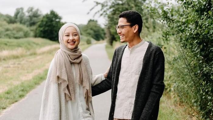 Putuskan Tak Ingin Punya Anak, Begini Foto Romantis Gita Savitri dan Suami