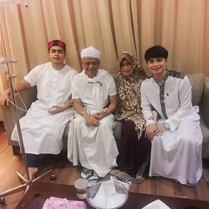 Kabar pernikahan Alvin Faiz dengan Henny Rahman menjadi perbincangan warganet. Hal ini disebabkan Henny Rahman ternyata adalah mantan istri dari sahabat Alfin Faiz, Zikri Daulay. (Foto keluarga artis/instagram.com/alvin_411)