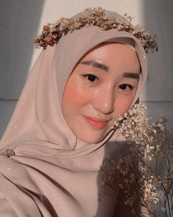 Larissa Chou adalah ibu kandung dari Muhammad Yusuf Alvin Ramadhan dan mantan istri Alvin Faiz. Kini ia menjadi janda dan belum ada kabar kedekatan dengan siapa pun. (Foto keluarga artis/instagram.com/larissachou)