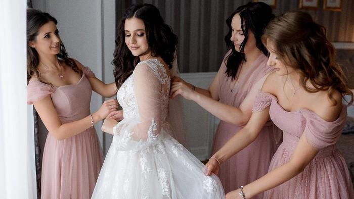 Bingung Jahit Seragam Bridesmaid? Intip 5 Rekomendasi Gaya yang Bisa Kamu Coba
