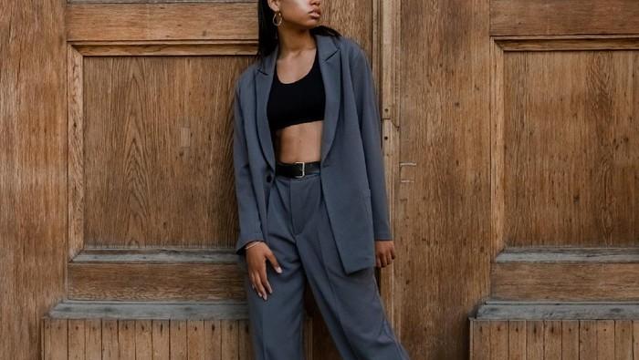 4 Fashion Items yang Nggak Pernah ketinggalan Zaman dan Siap Buat Tampilanmu Makin Stylish! Sudah Punya?