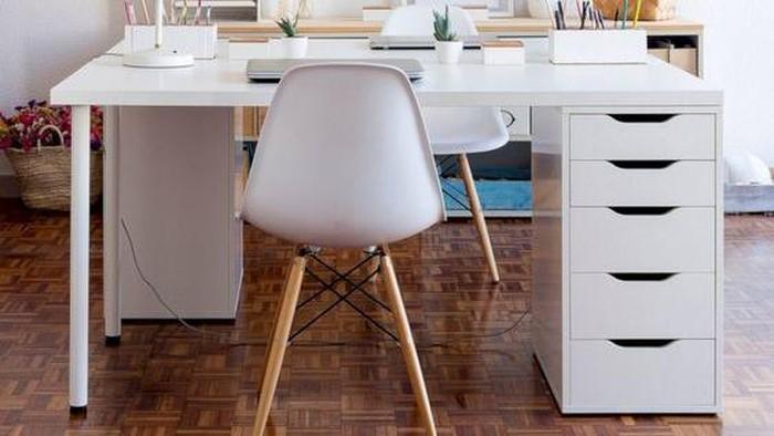 Masih WFH? Ketahui 5 Warna dan Bahan Meja Kerja Menurut Fengshui yang Baik Untuk Kariermu