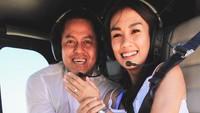 <p>Melanie Putria baru saja dilamar oleh sang kekasih, Aldico Sapardan, Bunda. Setelah 2 tahun cerai dari Angga Puradiredja, ia dilamar secara romantis sambil naik helikopter, lho. (Foto: Instagram: @melanieputria)</p>
