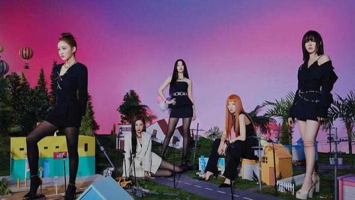 Serba Branded! Ini Dia Harga Outfit Red Velvet Untuk Sampul Mini Album Queendom 'Queen Version'